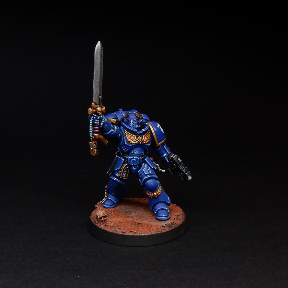 Space Marines Primaris Lieutenant with Power Sword